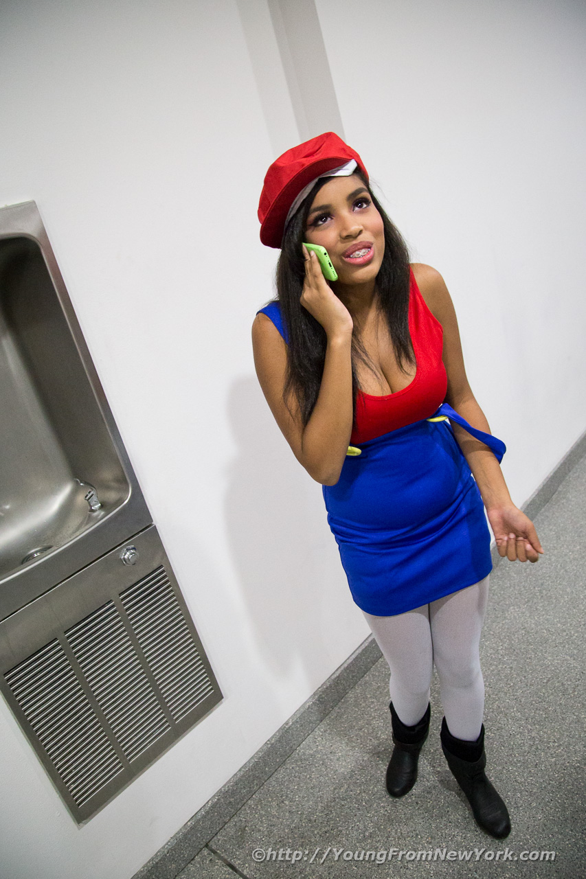 Yuki Cosplaying Miss Mario