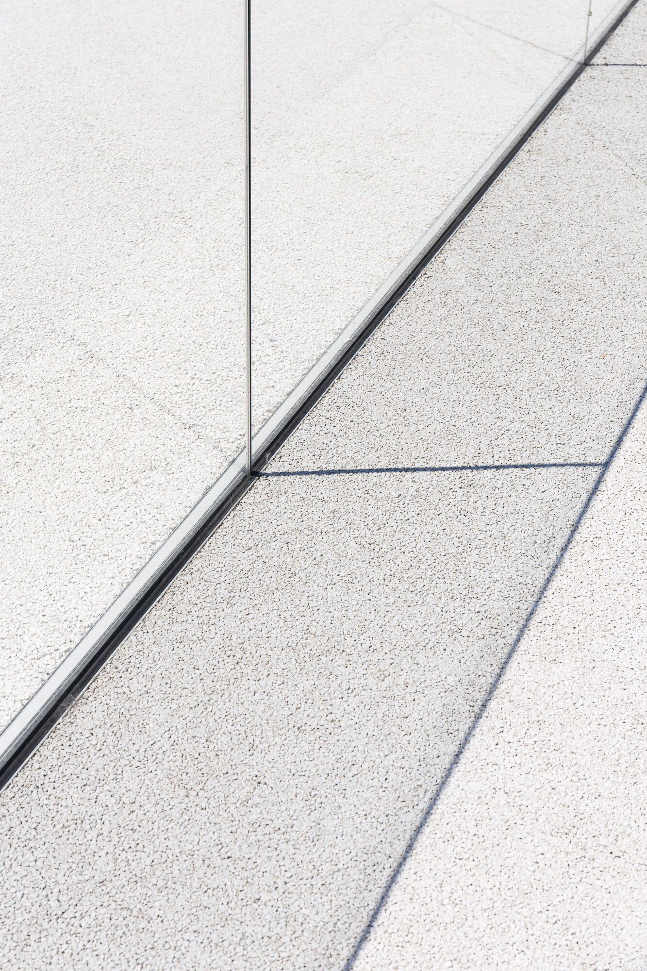 lisbon-cruise-terminal-glass-barrier-clear-space-photography.jpg