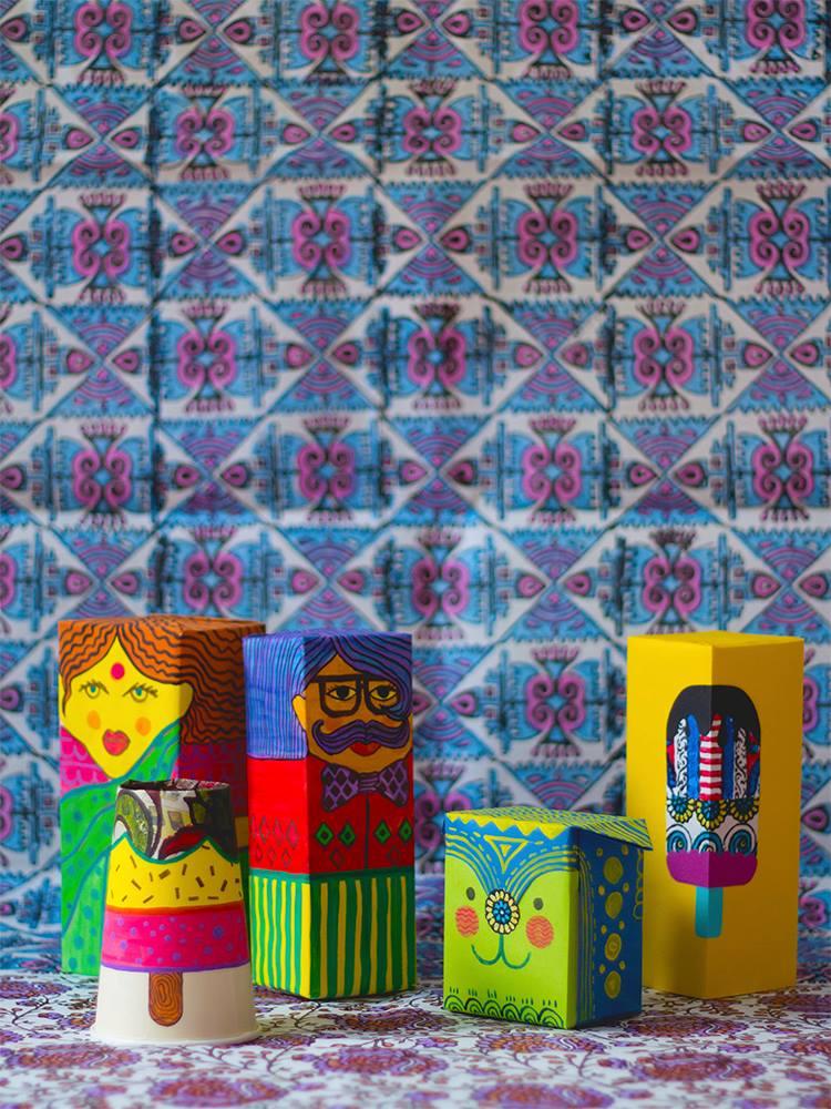 Handful   Indian Dolls & Tiffins
