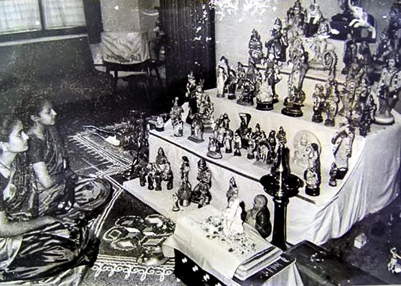A Telugu household's Koluvu, 1950-54. Thanks  Wikimedia !