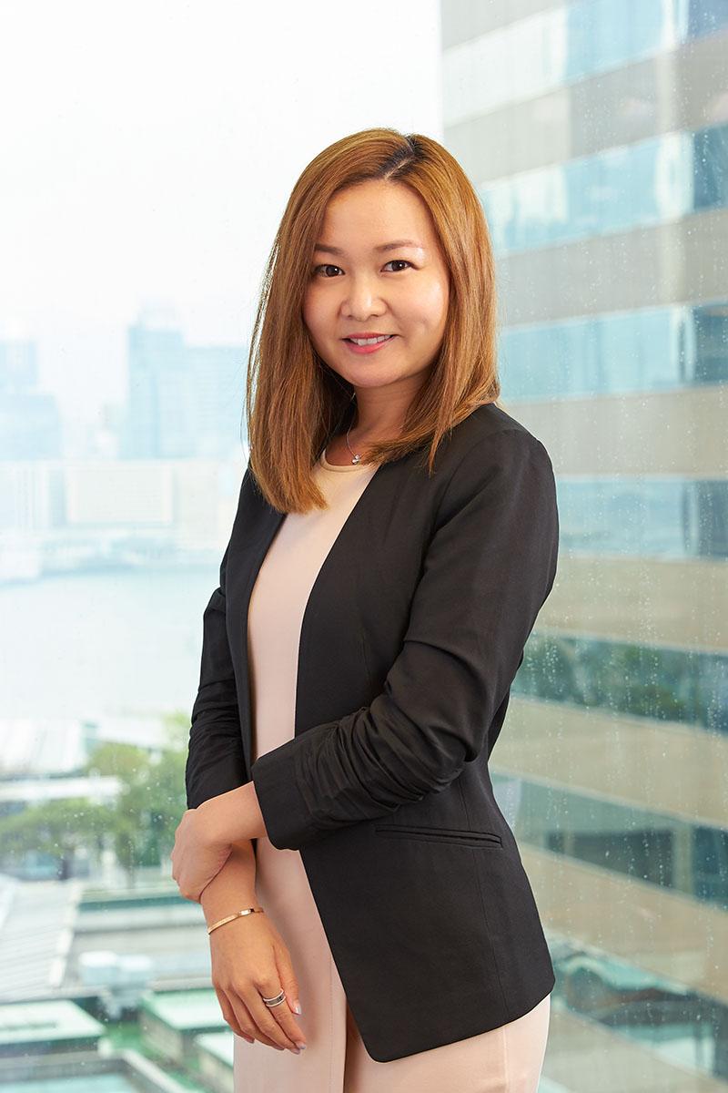portrait head shot in office 6.jpg