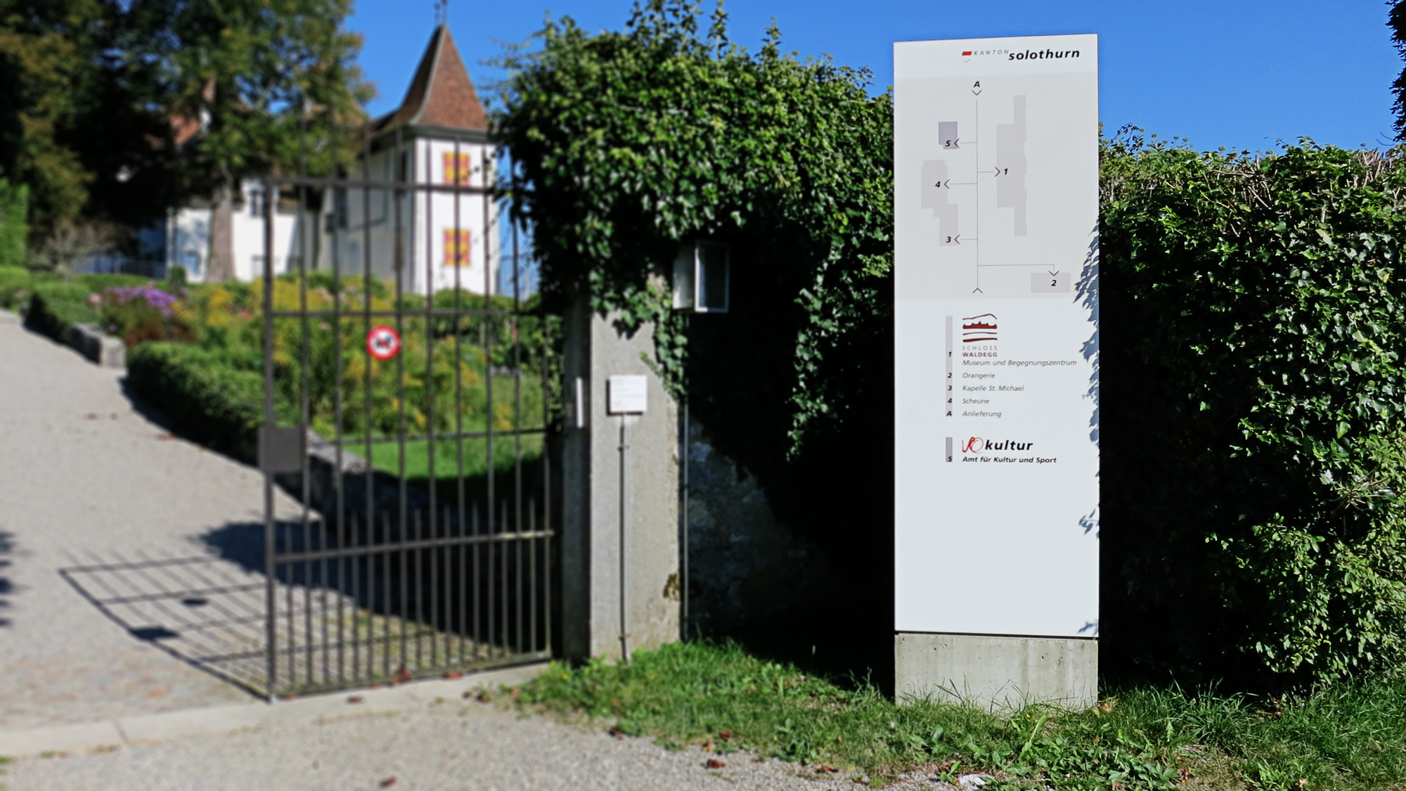 Schloss-Waldegg.jpg