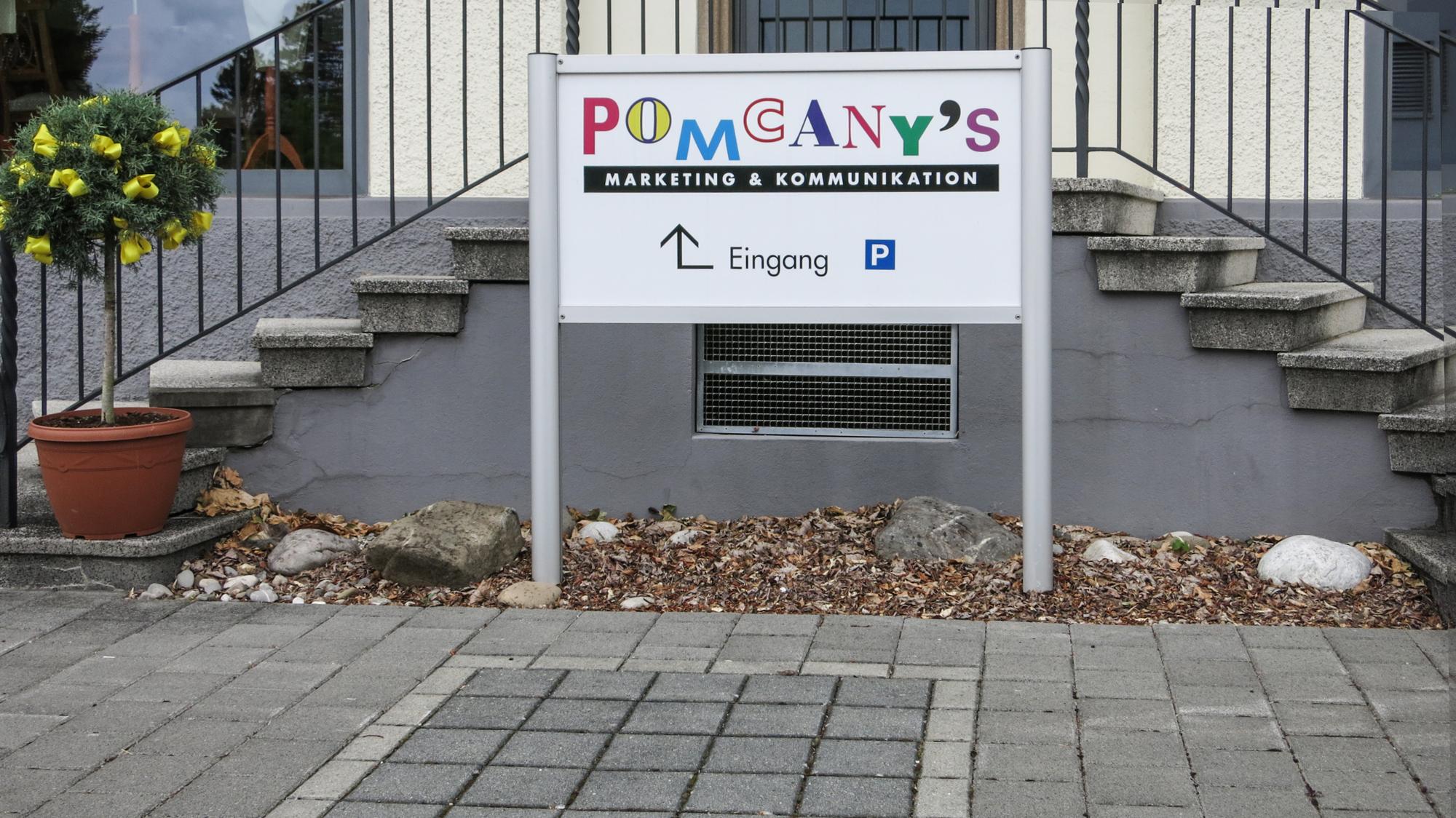 Pomcanys-Staender.jpg