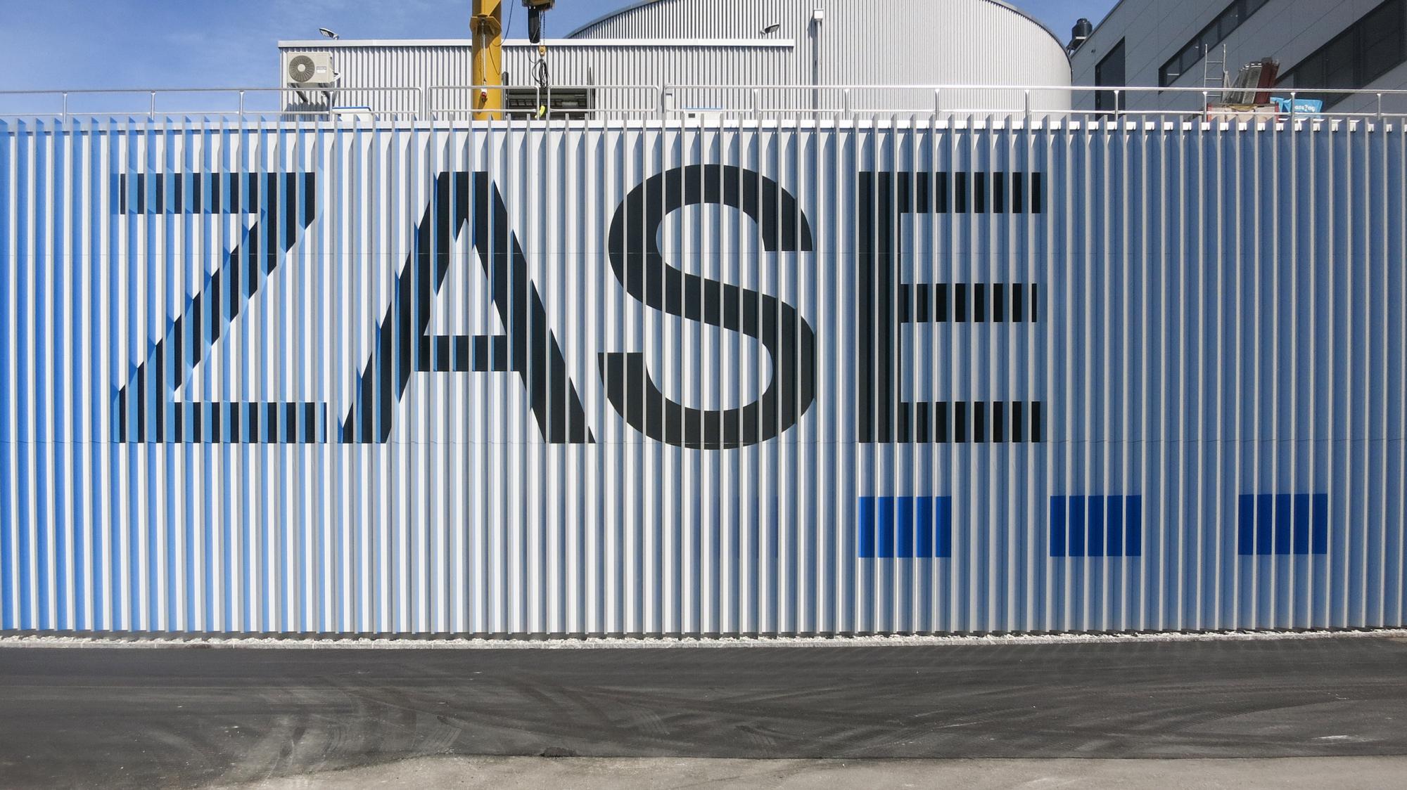 ZASE-Fassade-Silber.jpg