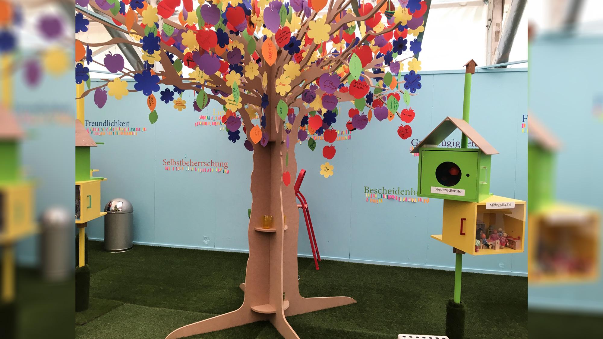 Holzbaum für Ausstellung
