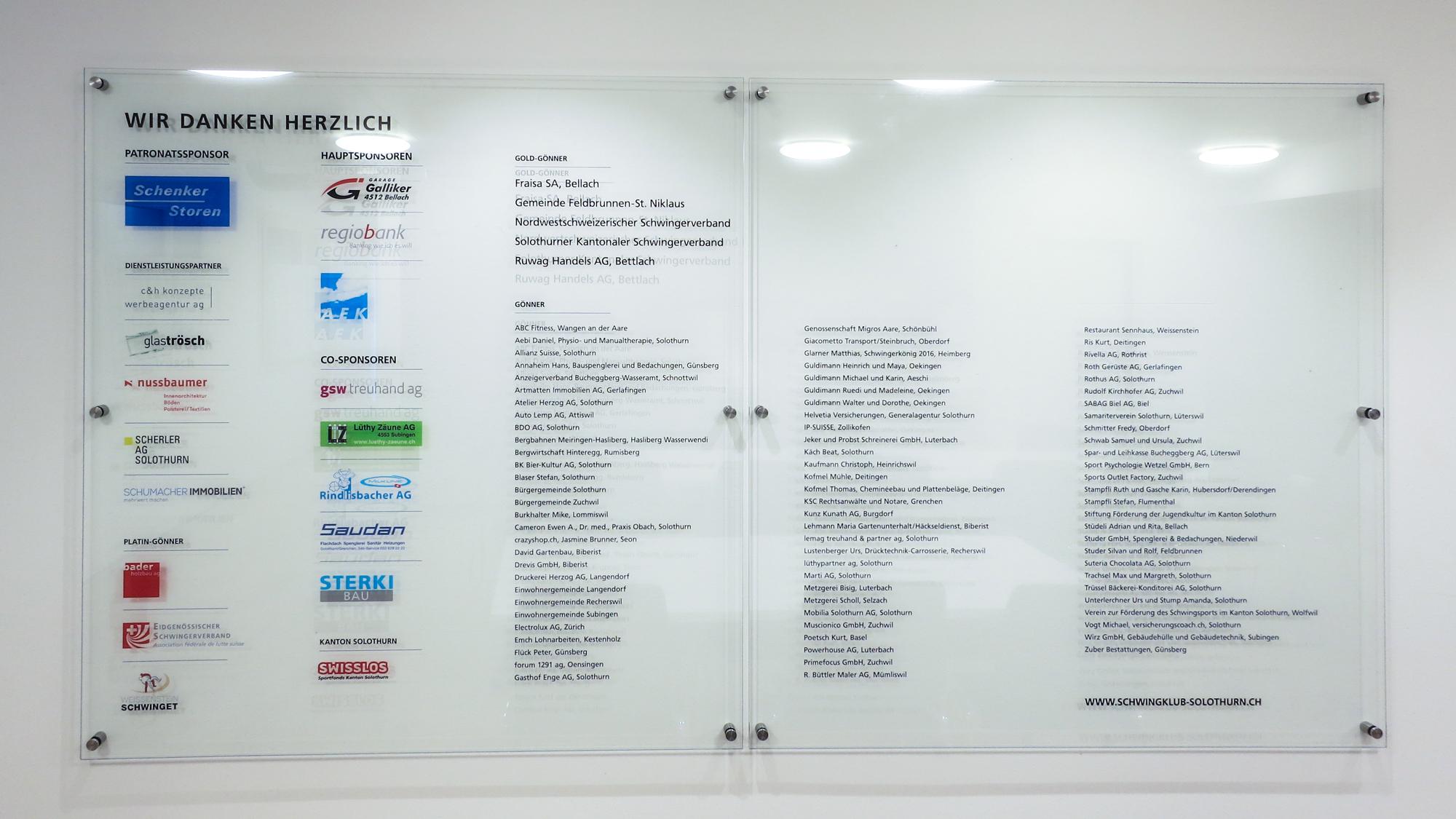 Sponsorentafel Beschriftung hinter Glas