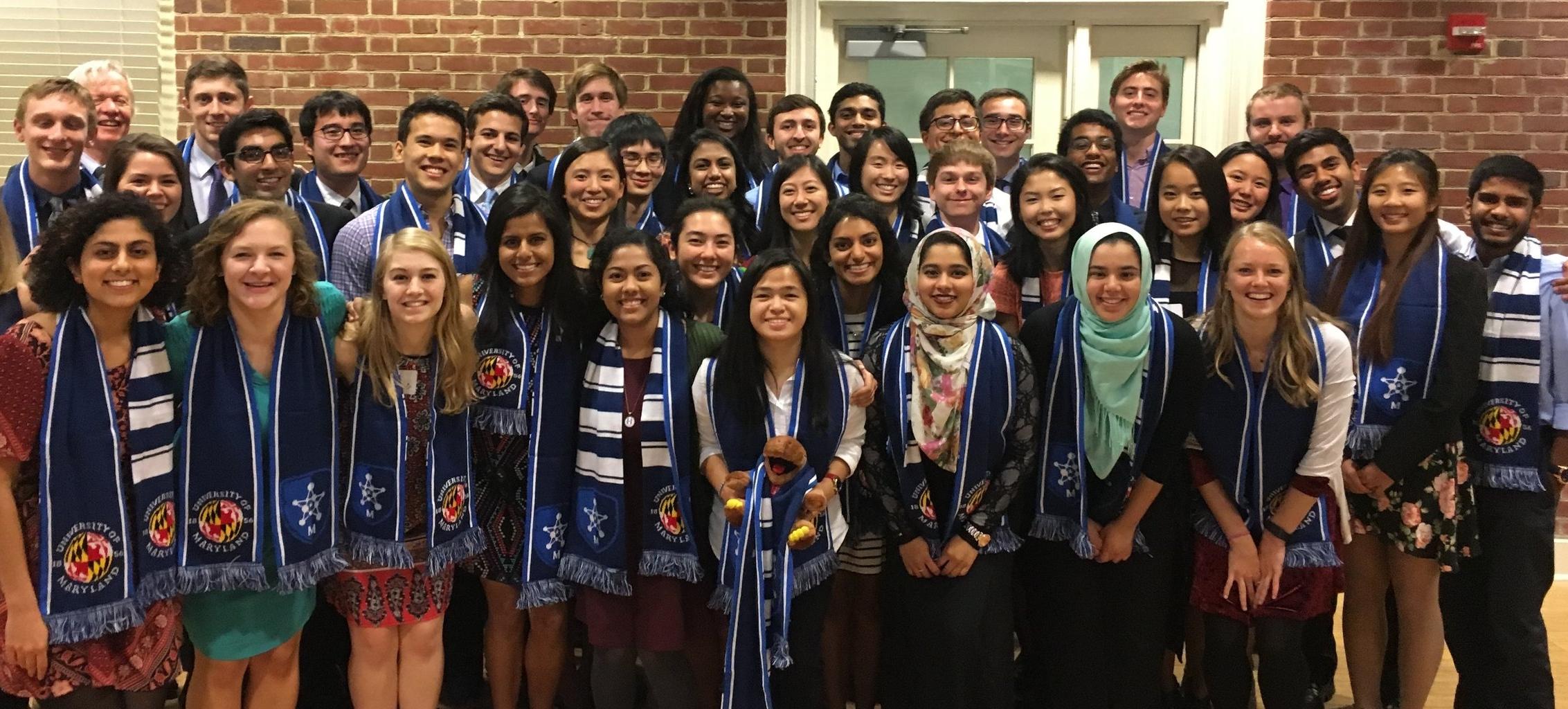 Picture of ILS graduating seniors on McKeldin Mall.