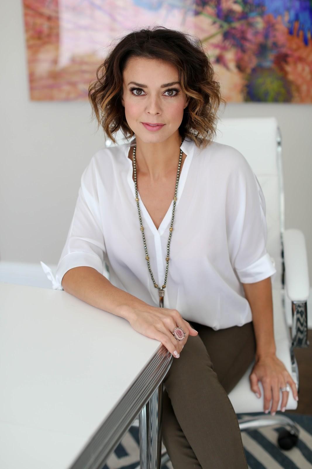 white-blouse-for-photoshoot