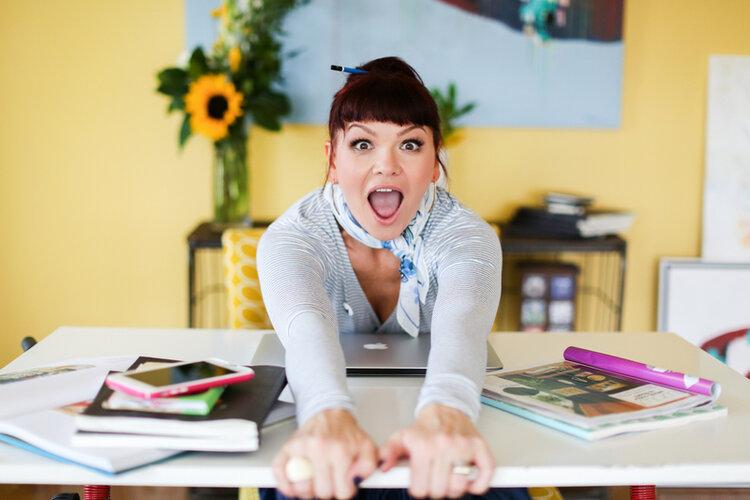 brand-photos-artist-at-desk