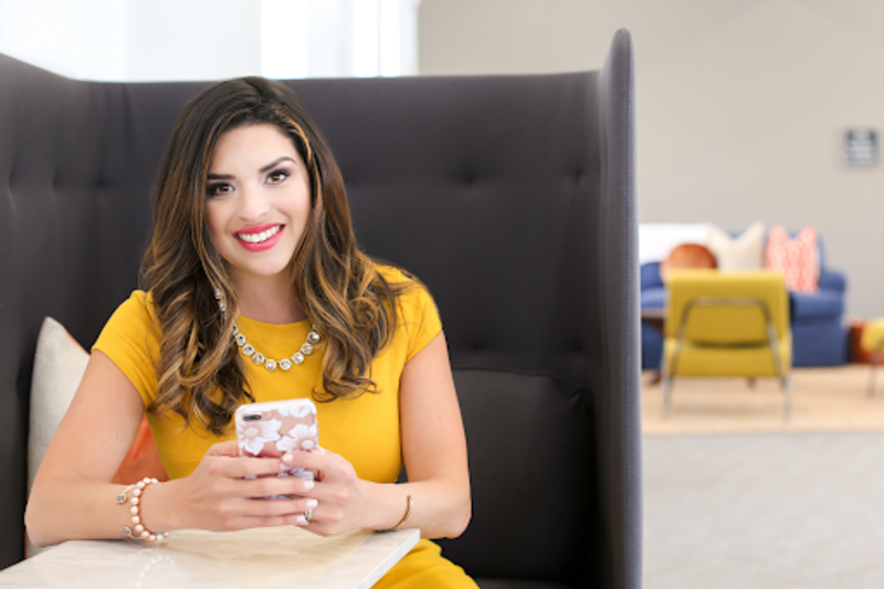 women-entrepreneur-with-phone