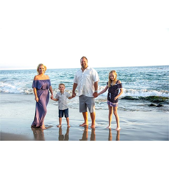 I had such a great time shooting with this stunning family! ❤️❤️ . . . . . #family #familyphotographer #photography #photography #love #home #beach #ocean #photoshoot #sand #smile #justgoshoot #nikon #california #lagunabeach