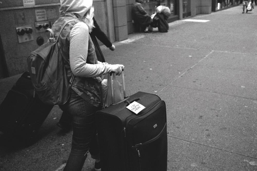 salimhasbini_girl_luggage