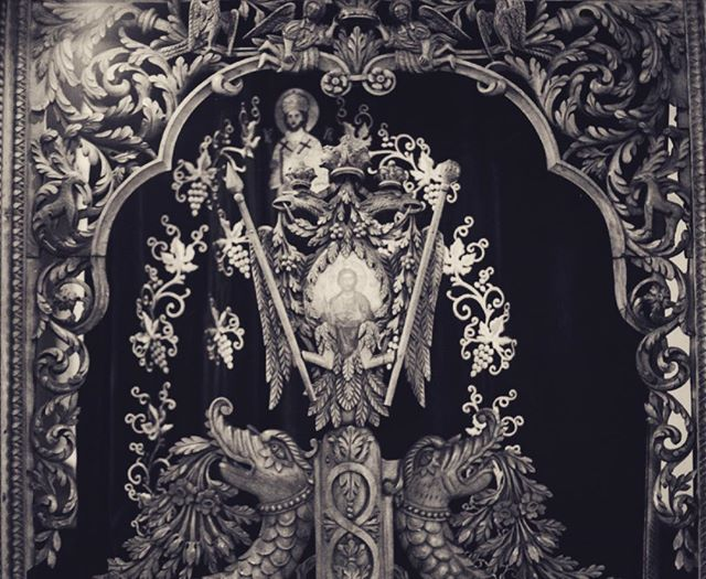 The church had the original bling⠀ ⠀ ⠀ ⠀ #leica #leicacamera #35mm #bnw_life #monochrome #kodak #tmax400 #documentary #photography #film #filmisnotdead #staybrokeshootfilm #silverhalides  #friendsinbnw #bnw_greatshots #bnw #bnw_of_our_world #bnw_society #street_photography #street_photo_club #35mmstreetphotography  #bnw_creatives #capturestreets #life_is_street  #lensculture #filmphotomag #bcncollective #uncertainmag #filmphotomag #filmphotographic