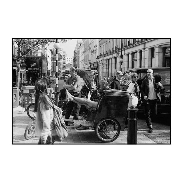 #accidentalrenaissance⠀ ⠀ ⠀ #leica #leicacamera #35mm #bnw_life #monochrome #kodak #documentary #photography #film #filmisnotdead #staybrokeshootfilm #silverhalides  #friendsinbnw #bnw_greatshots #bnw #bnw_of_our_world #bnw_society #street_photography #street_photo_club #35mmstreetphotography  #bnw_creatives #capturestreets #life_is_street  #lensculture #filmphotomag #bcncollective #uncertainmag #filmphotomag #filmphotographic
