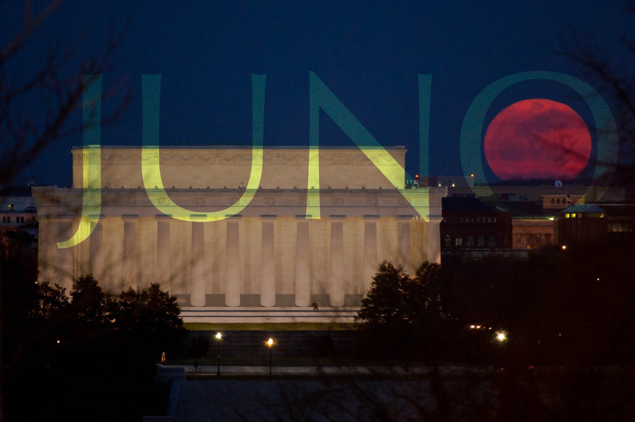 red-moon-over-washington-DC.jpg
