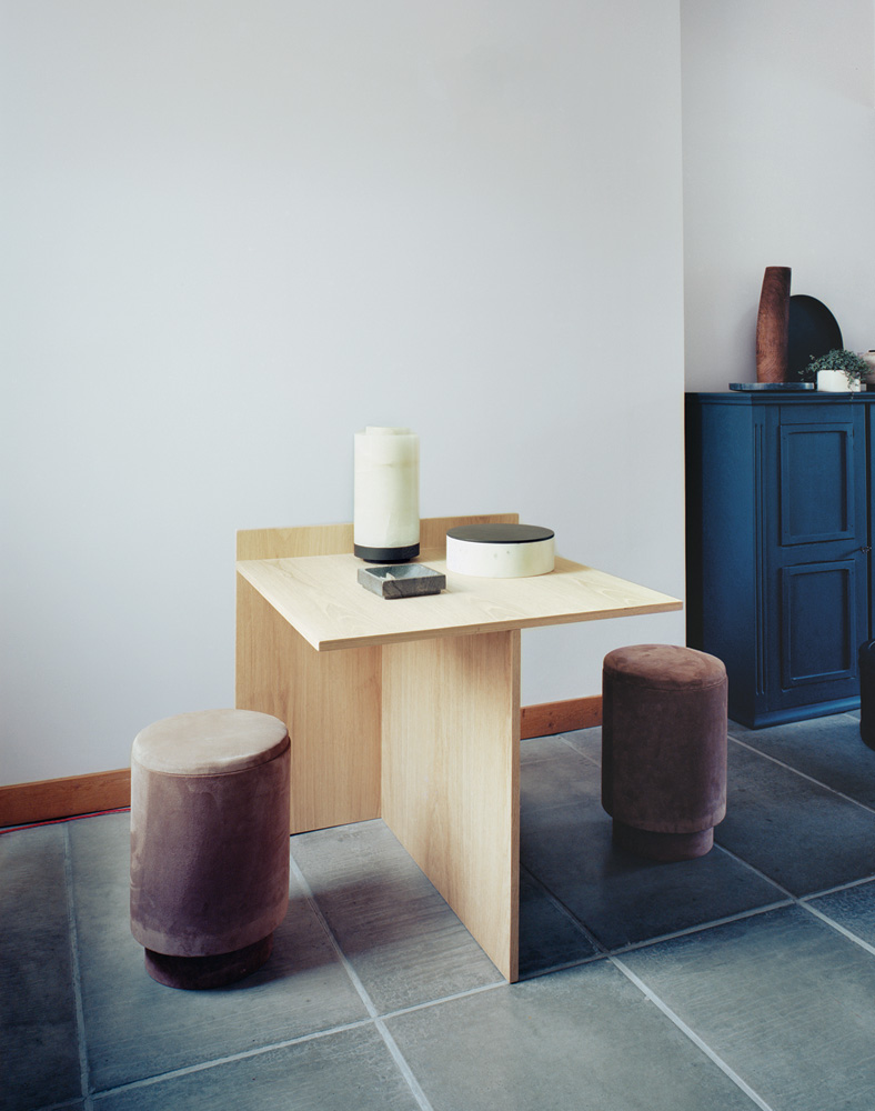 Clean lines, simple and efficient, work by Belgain designer Michael Verheyden.  To resovle their fickle taste, Verheyden and his wife, Saartje Vereecke, have designed all the finishes and furnishings in their Belgian home with the help of their friends. For more  HERE
