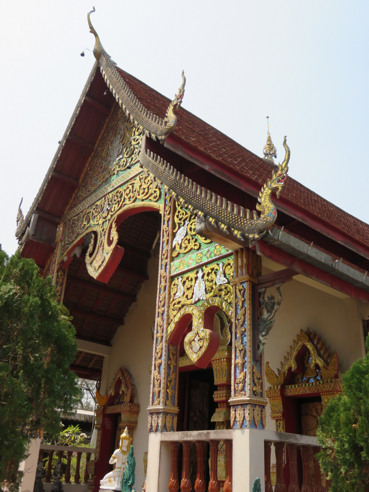 Even the small temples in Pai are incredibly ornate