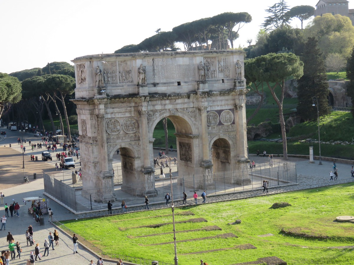 The famous triumphal arch in the Forum