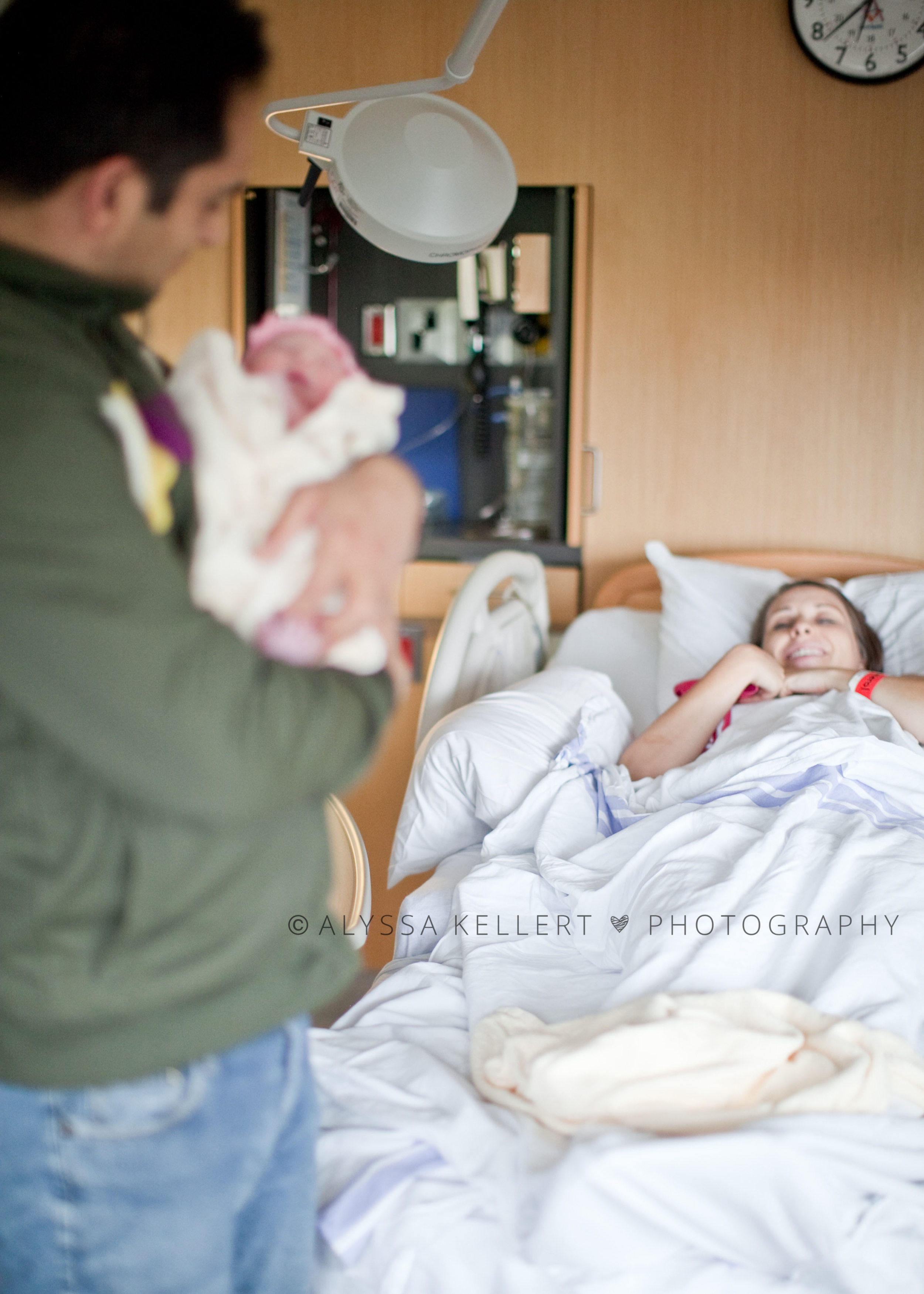 photography-newborn-photography-birth-story-dad-hold-baby-mom-background-labour-peace-arch-hospital