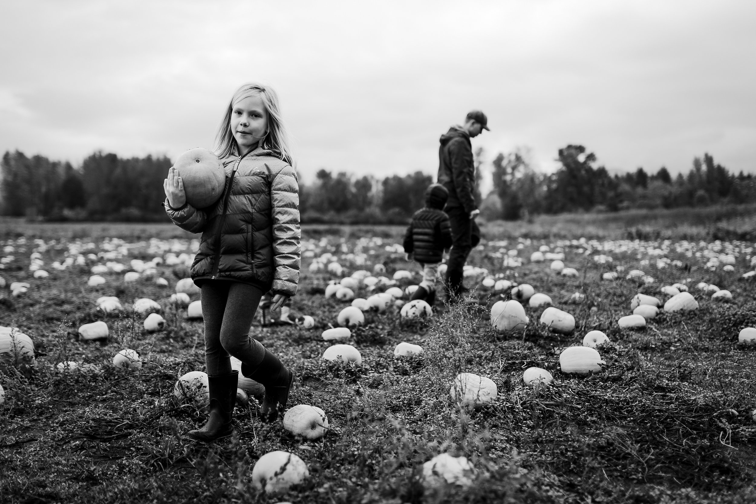 kids in laity pumpkin patch with family picking pumpkins in maple ridge