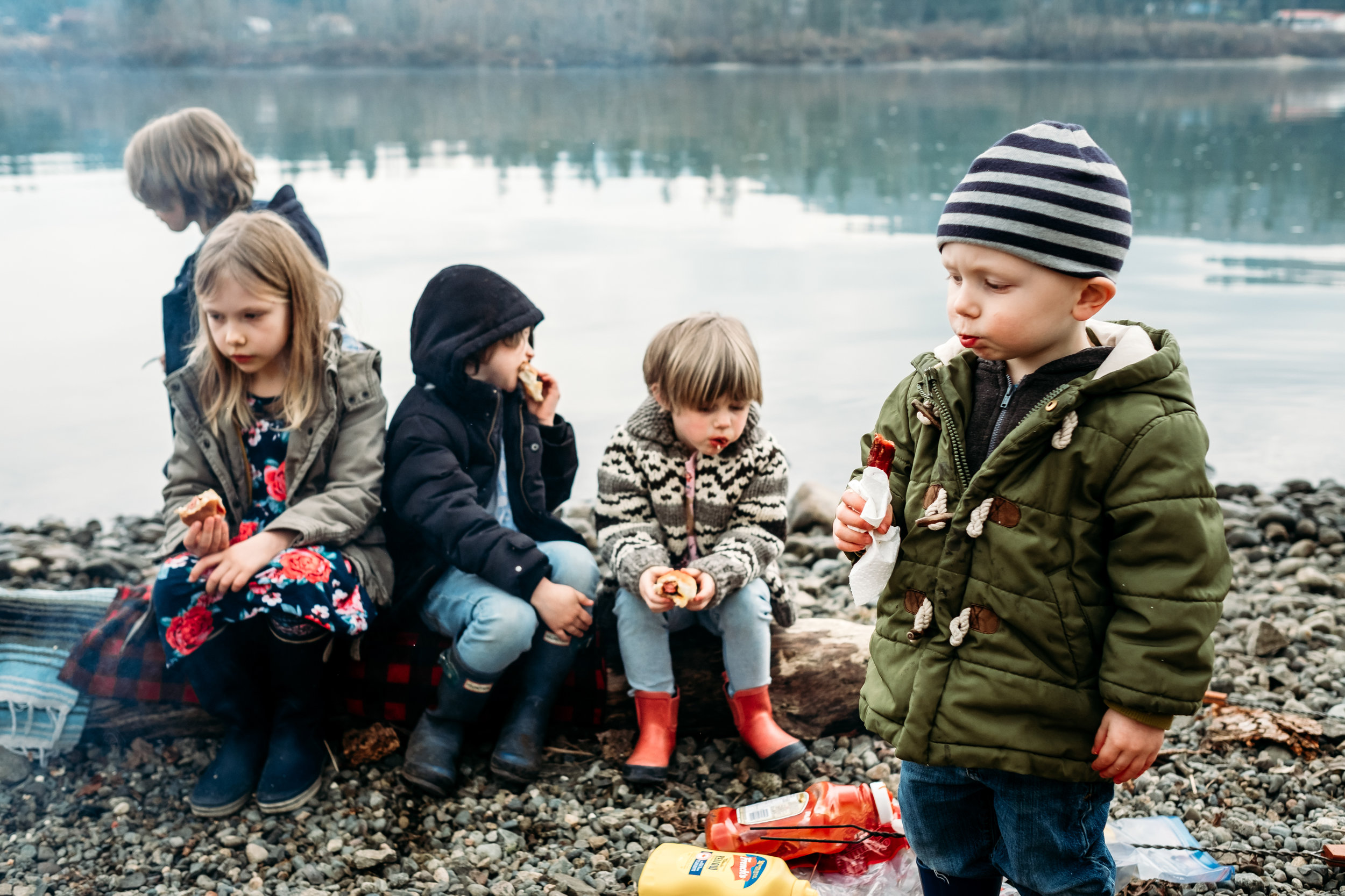 kids-eating-hot-dogs-campfire-abbotsford