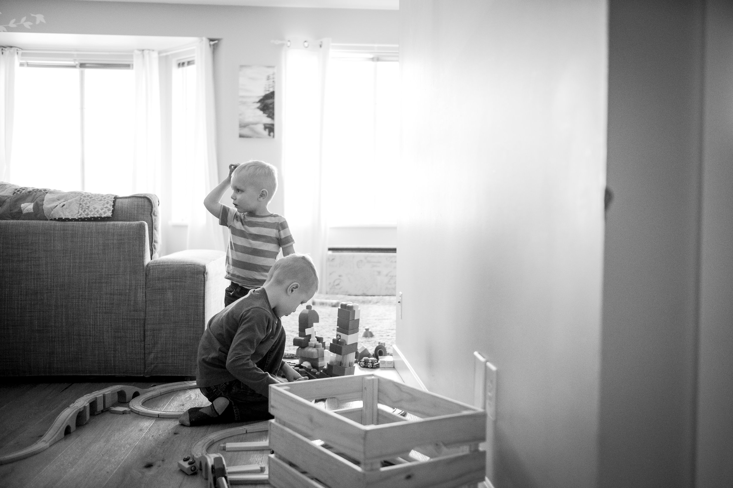 kids-train-playing-backlight