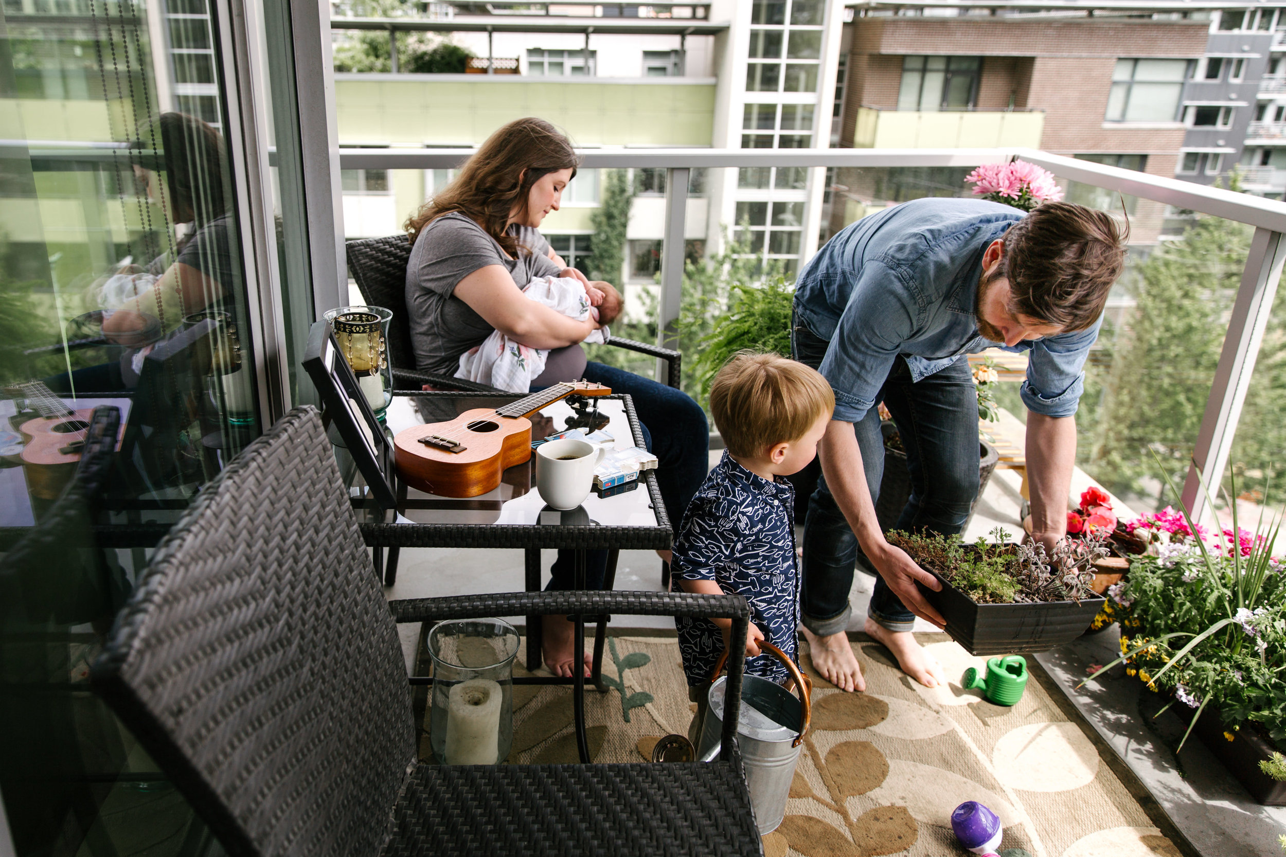 family-balcony-vancouver-documentary-newborn-photographer