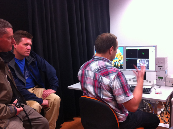 Mr Steve Moody explaining to artists how the  c  omputer controlled  scanning electron microscope (SEM) functions.