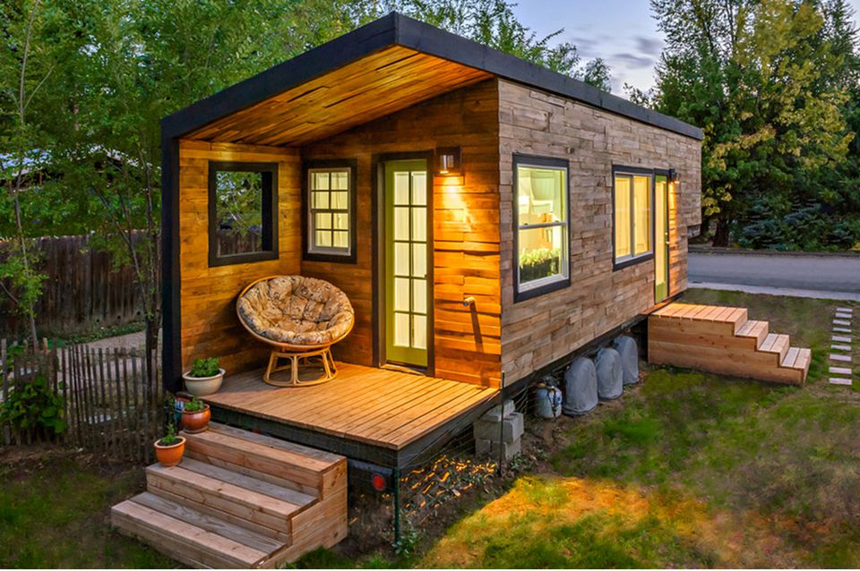 tiny-house-mini-motives-56a887b95f9b58b7d0f3184e.jpg