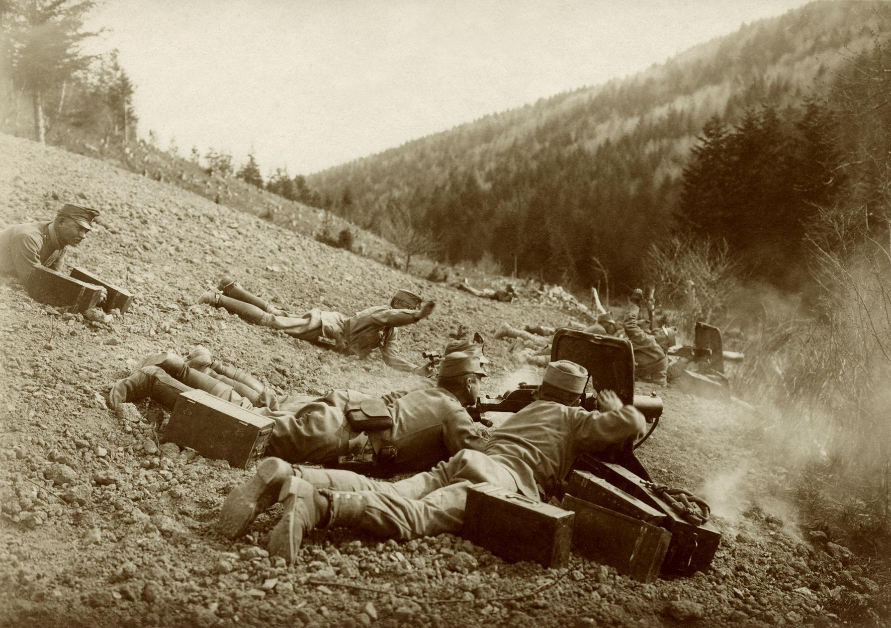 12 - Le tremende sezioni di mitragliatrici Swarzlose.JPG