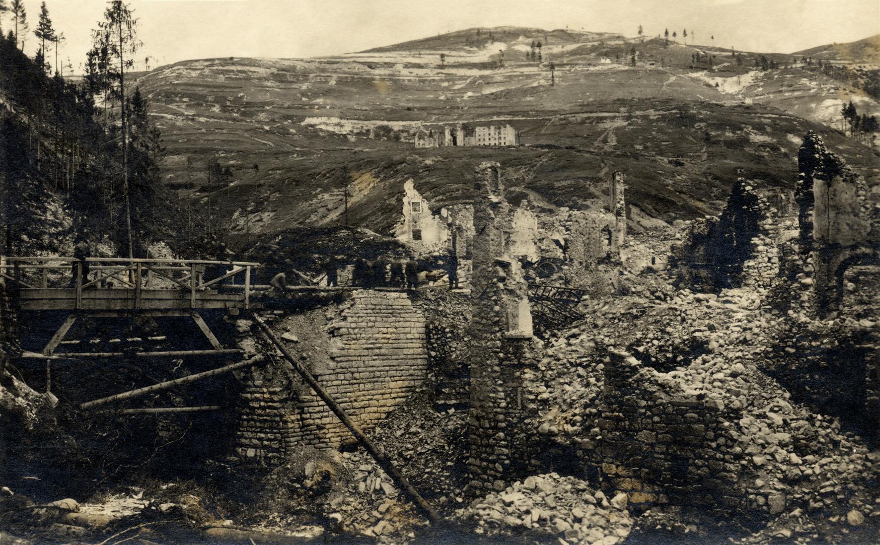 22 - Soldati del 14° Hessen in Val dei Ronchinell'estate del 1918.JPG