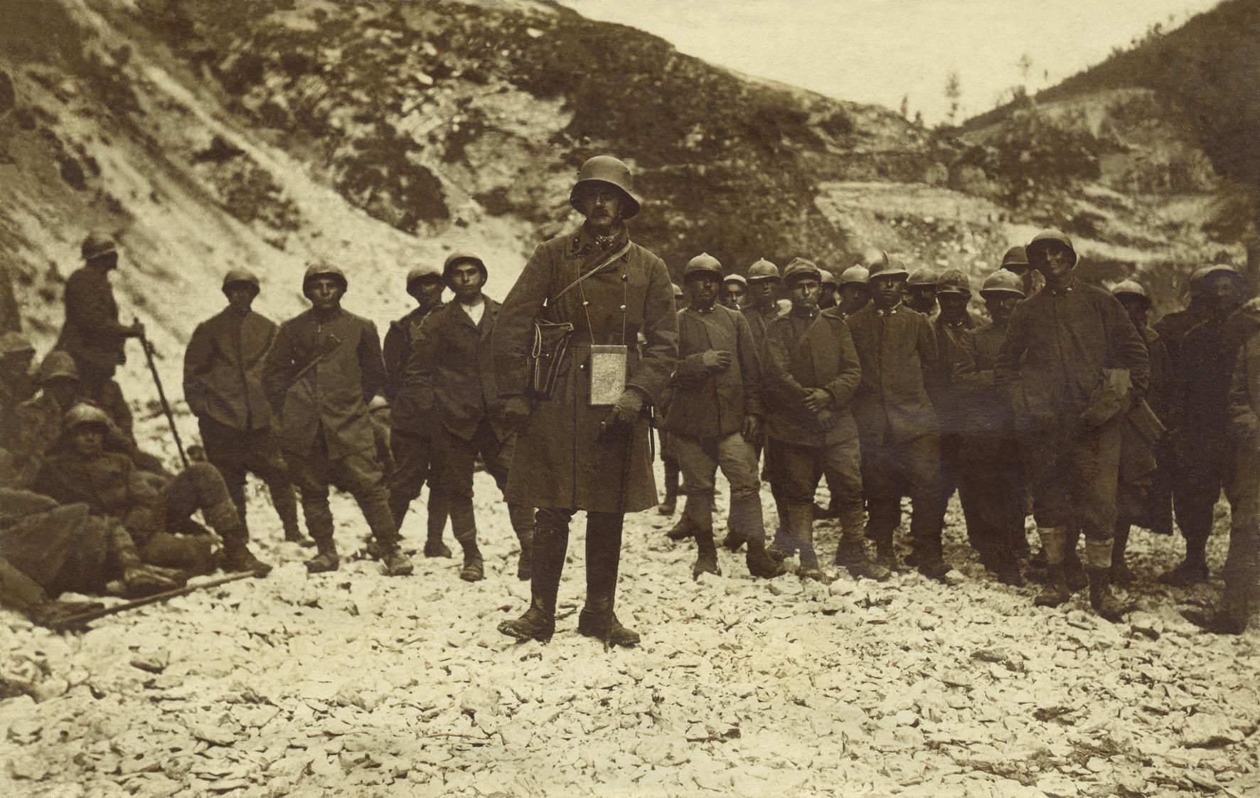 23 - Prigionieri itraliani in  Val Frenzela.JPG