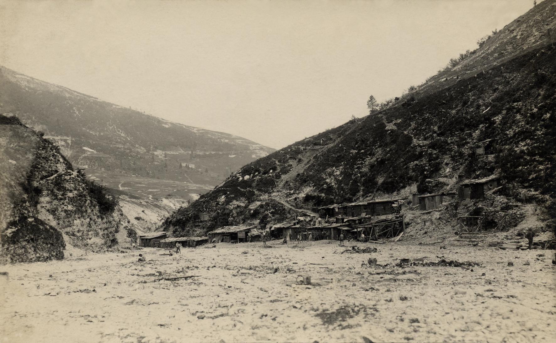 26 - baraccamenti austriaci del 14° Hessen in Val Frenzela.JPG