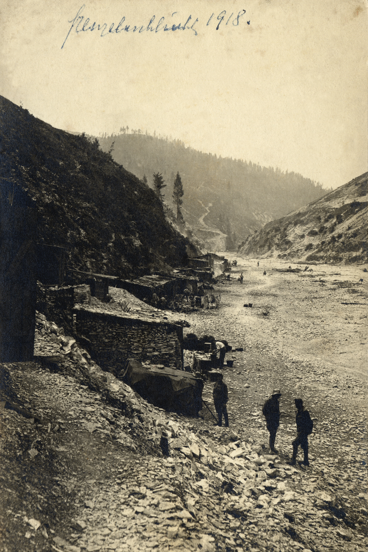 25 - baraccamenti austriaci del 14° Hessen in Val Frenzela.JPG