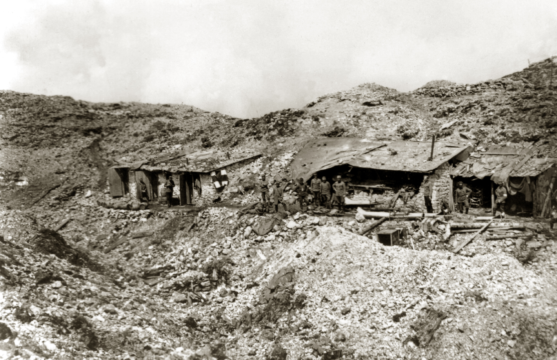 33 - Posto di Pronto soccorso del 14° Hessen a Porta Lepozze durante la battaglia dell'Ortigara.JPG