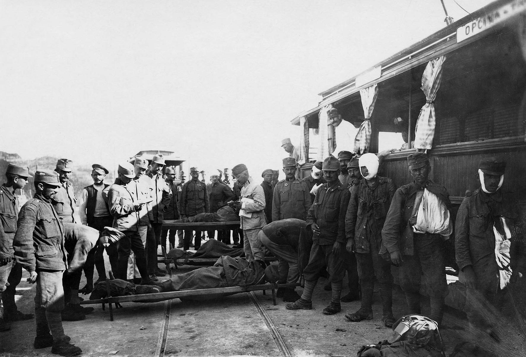 30 - Carico di feriti austriaci in vagoni ospedali.JPG