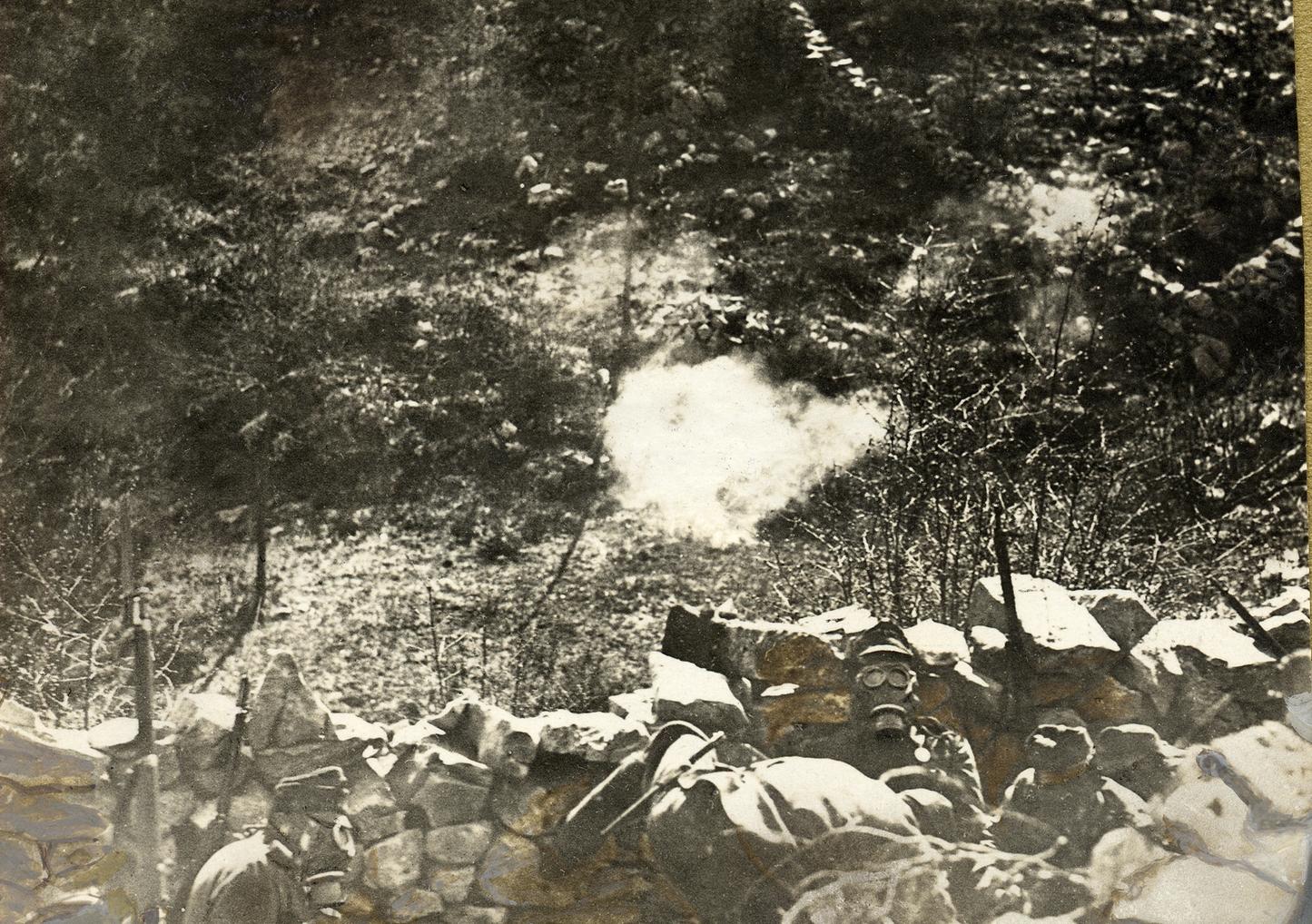 04 - Kaiserschützenin linea con maschere a gas.JPG