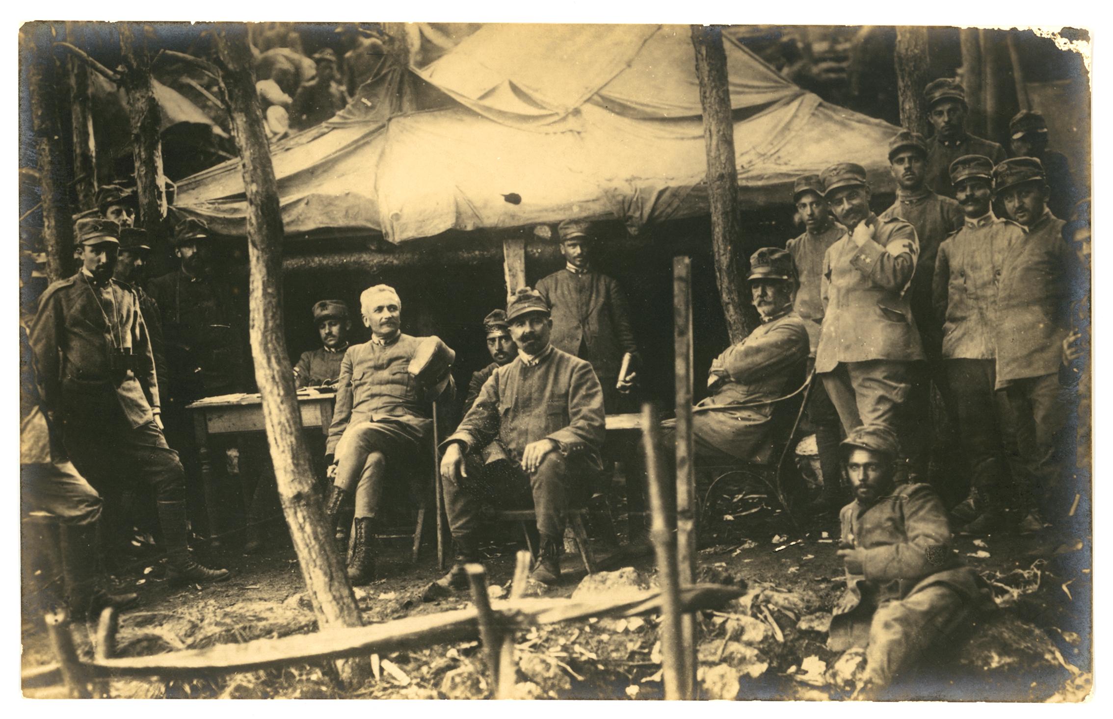 71b - comando della Sassari a Bosco Lancia nel 1915.JPG