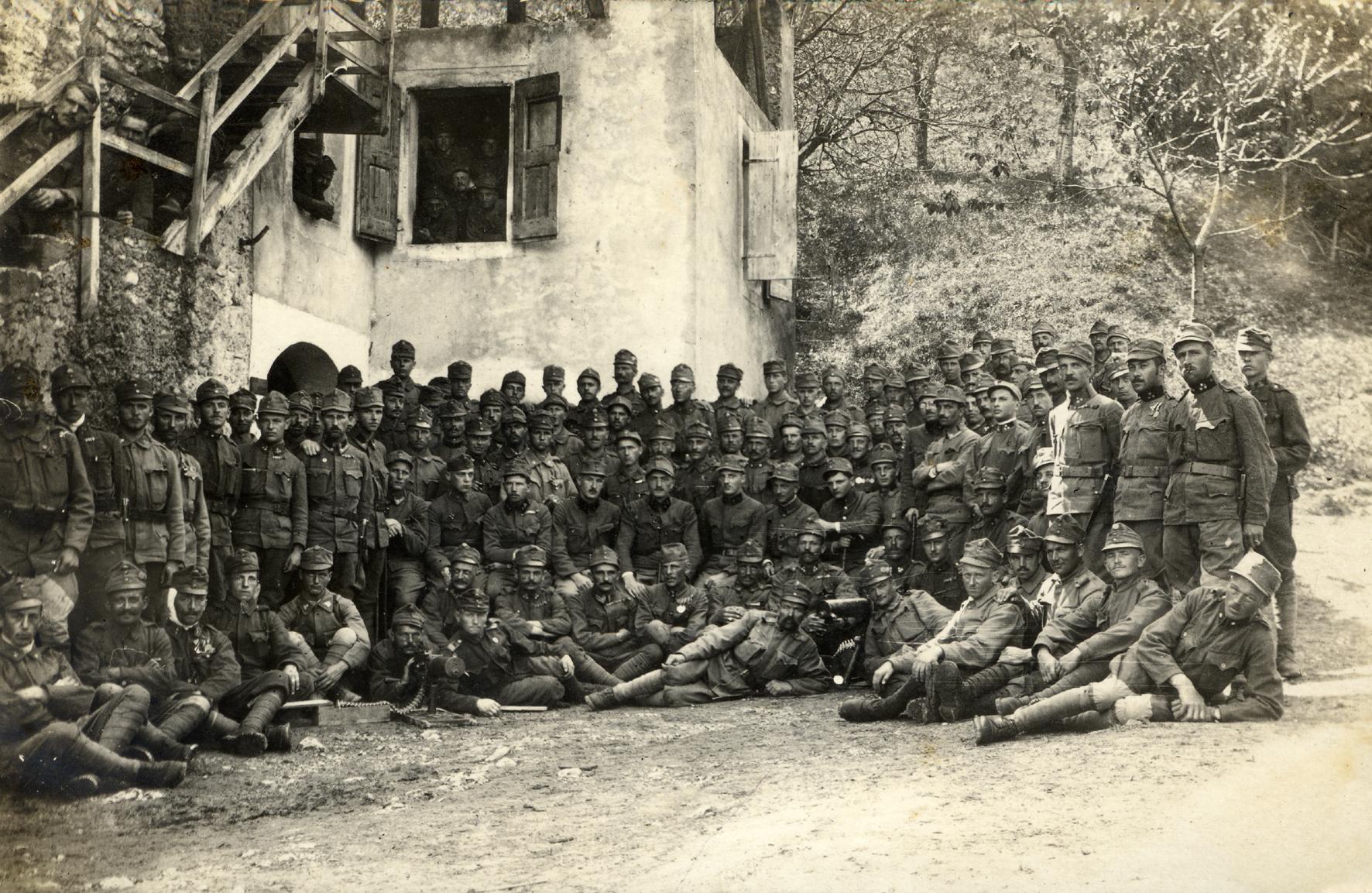 32 - Reparto del 14° Hessen disloccato a Olle in Valsugana ai piedi del m. Ortigara.JPG