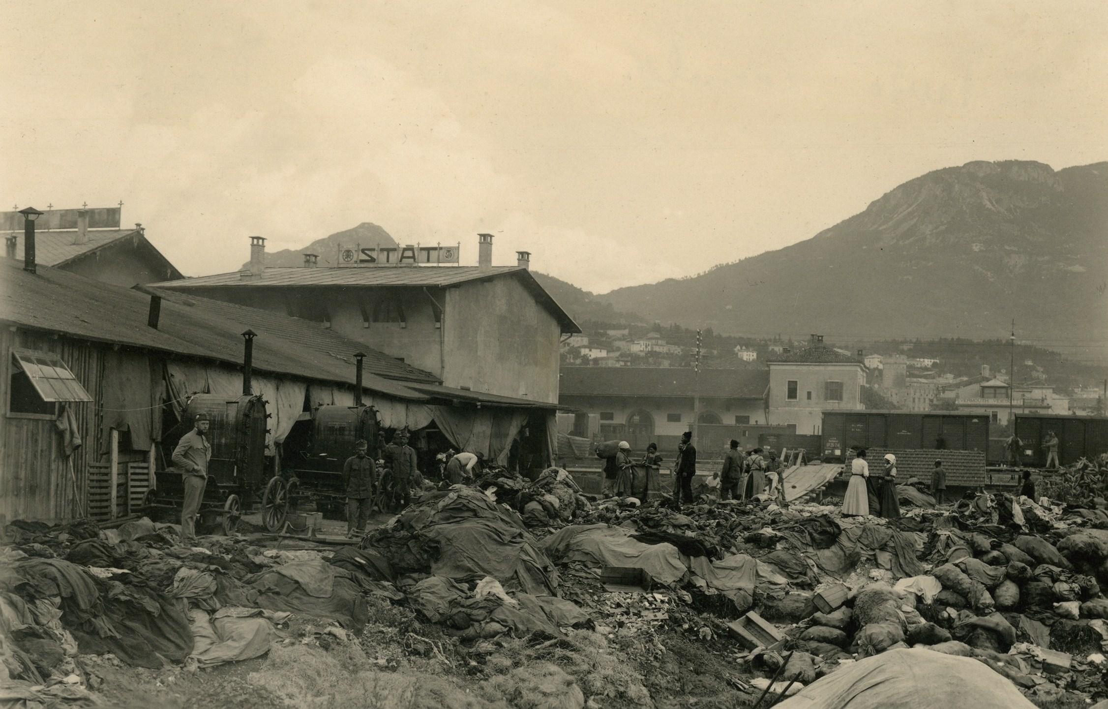 152 - Punto raccolta residuati a Trento.JPG