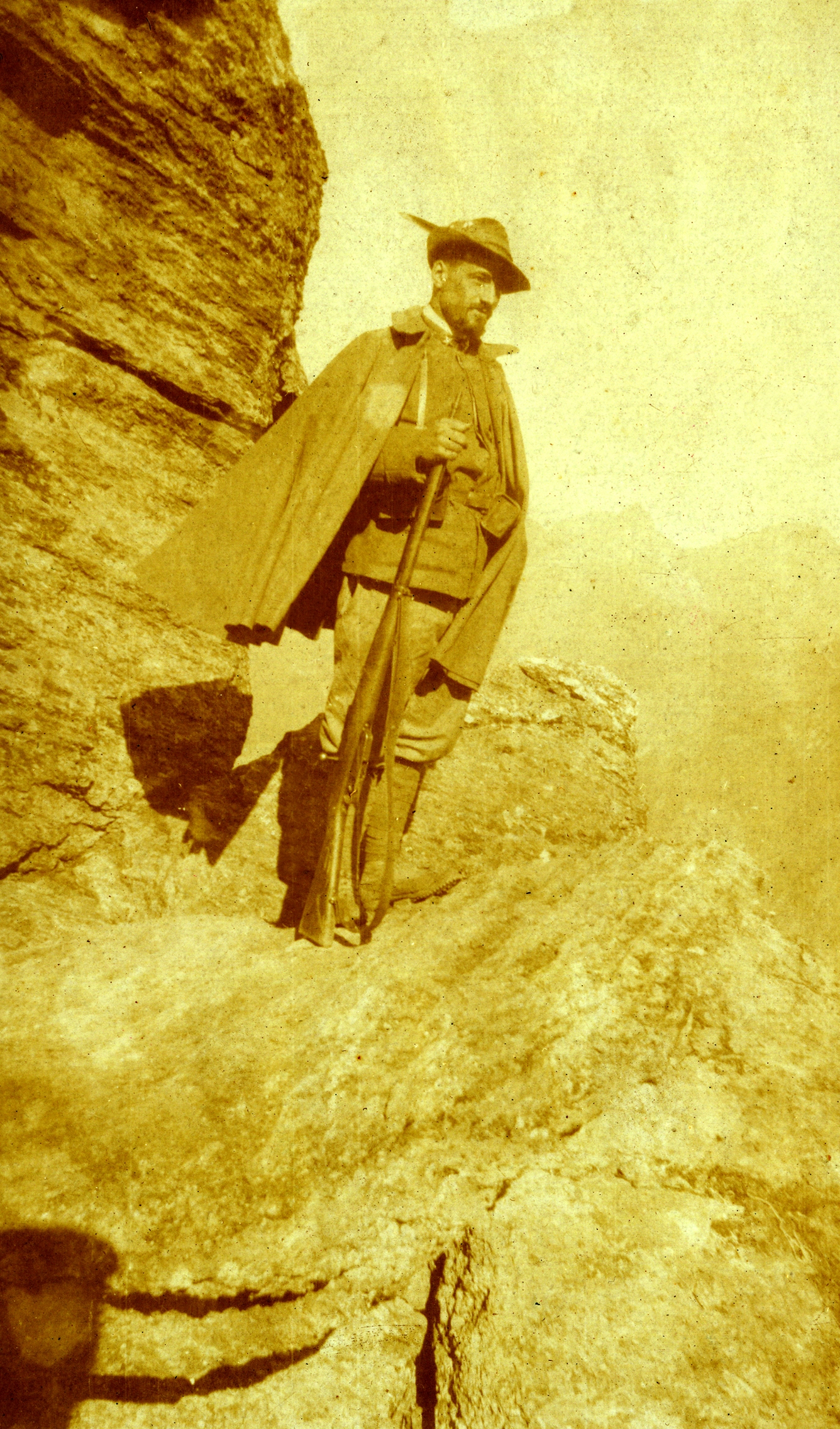Alpino in posa in alta montagna.JPG