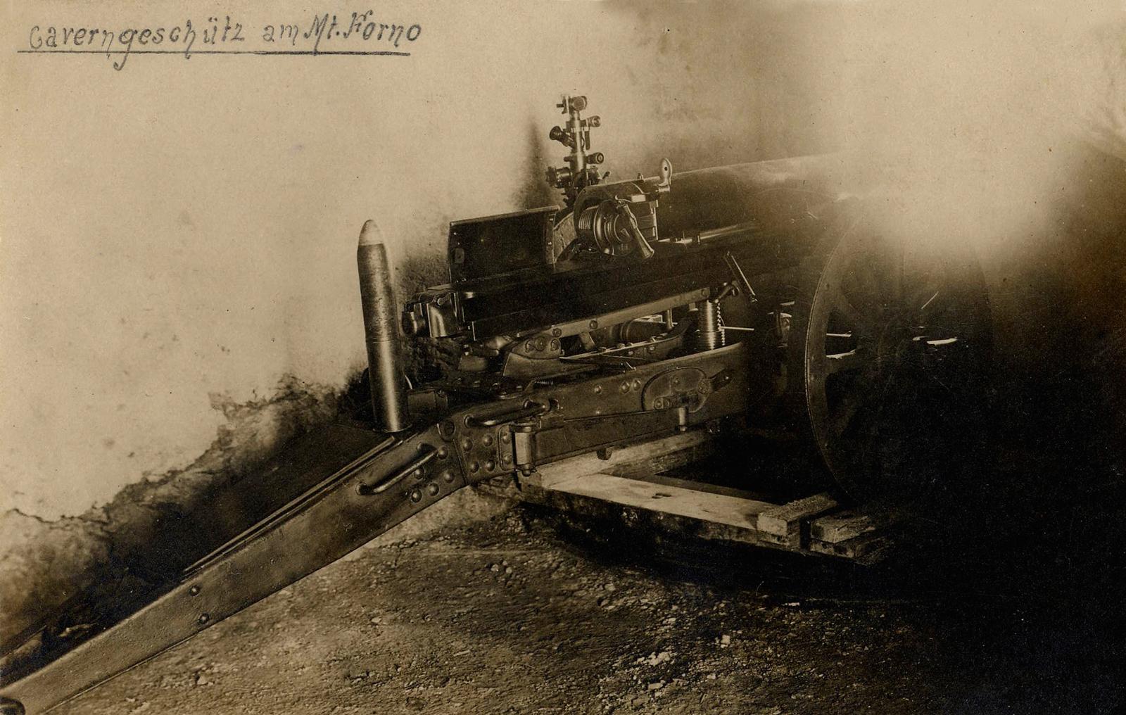 86 - cannone incavernato su M. Forno.JPG