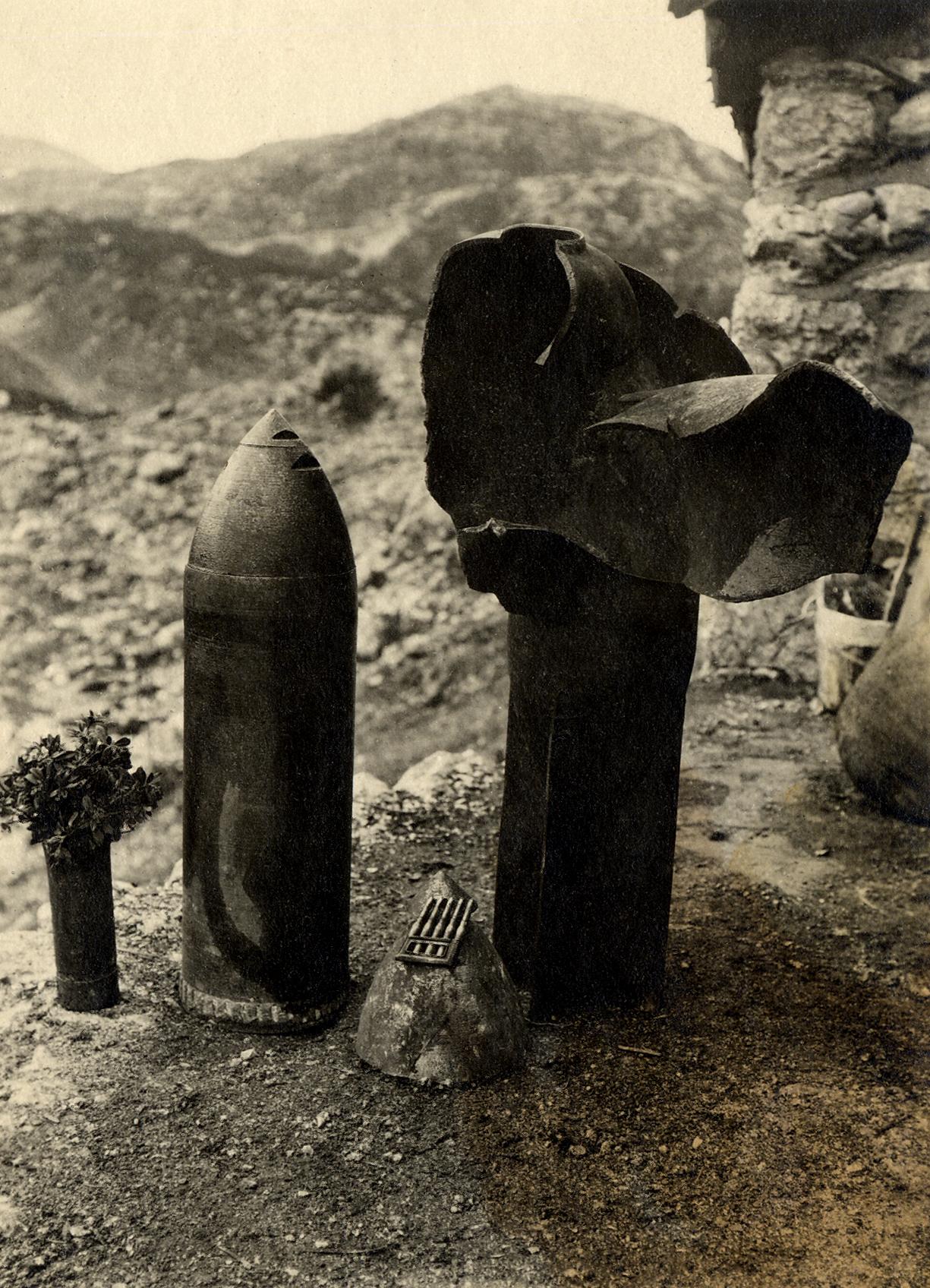 89 - immagine di materiale bellico italiano raccolto dai stiriani del 27° sulla zona del Forno.JPG