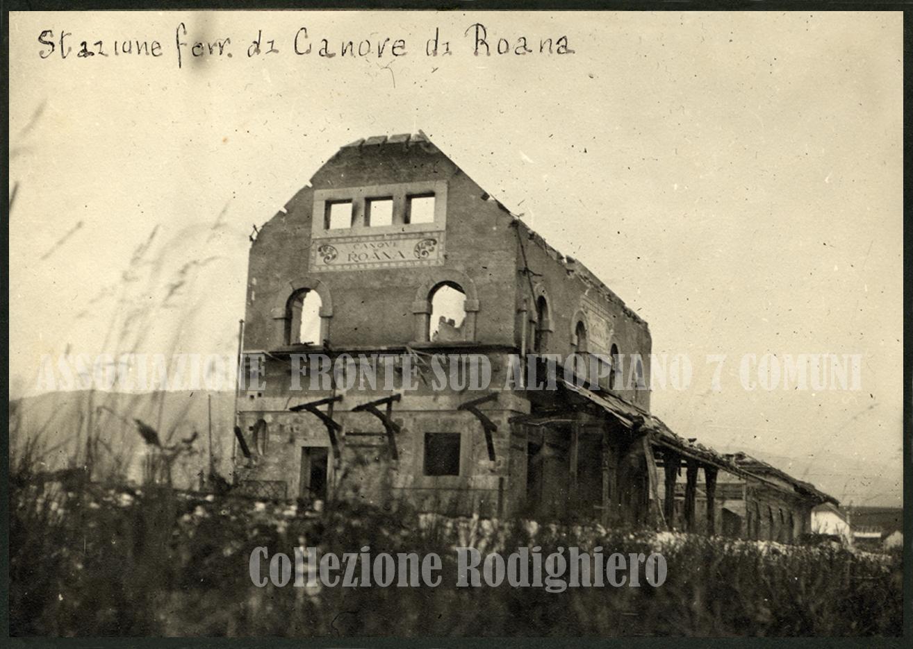 33 - Stazione ferroviaria di canove distrutta.jpg