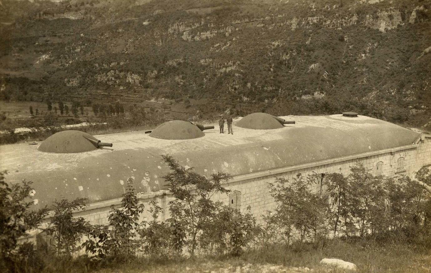 Sopra: Forte Ratti in Val d'Astico conquistato durante la Strafexpedition del 1916