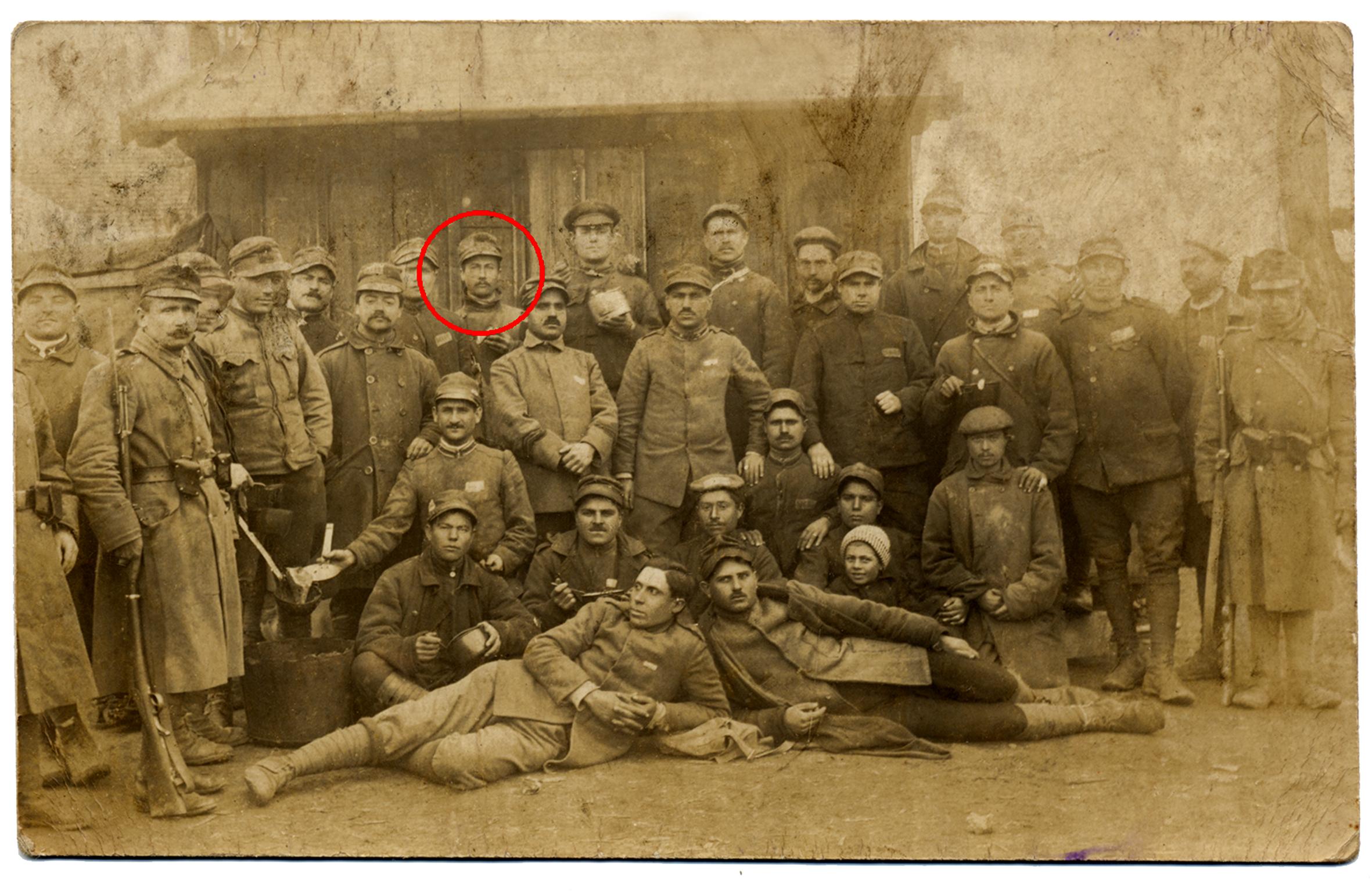02 - Il caporale Giuseppe Dal Molin nel campo di lavoro di Himberg.JPG