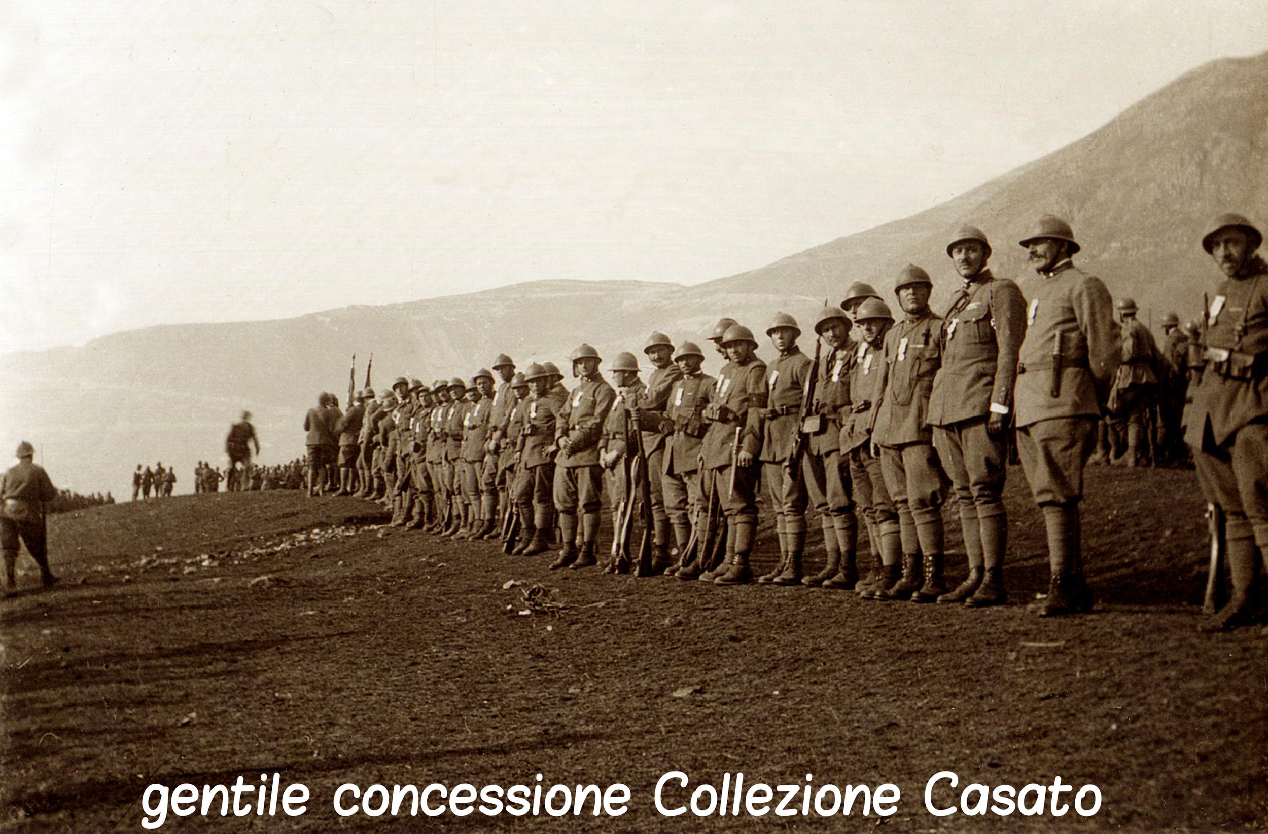 167 - Cerimonia di premiazione della Brigata Cremone nella campagna di Borso.jpg