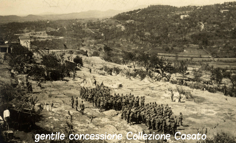 175 - il capitano Dainese parla ai soldati della 4^ comp.jpg