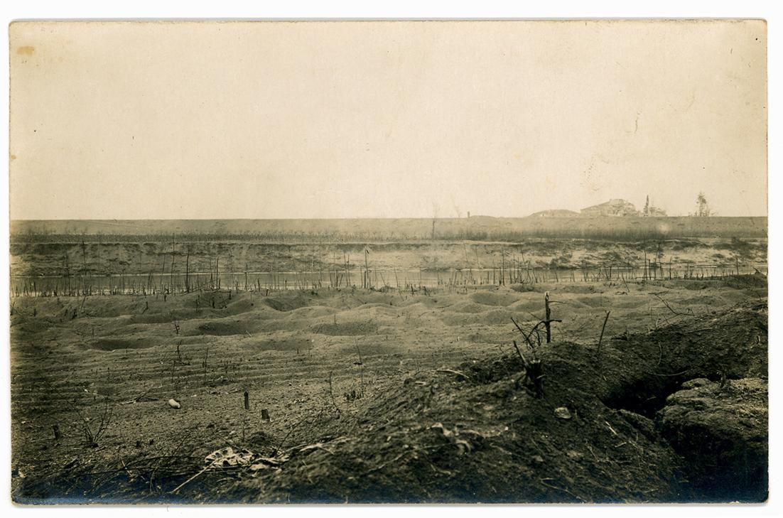 04 - Il classico terreno devastato   delle battaglie del Piave.jpg