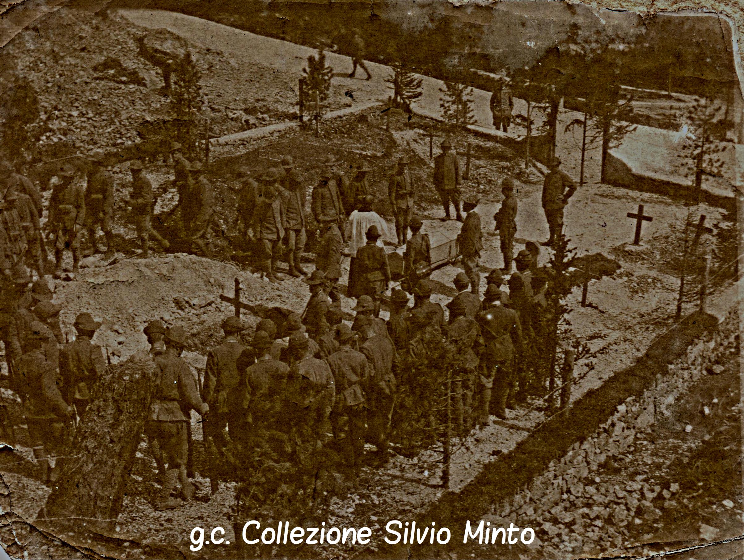 Cimitero degli Alpini: funerale di un commilitone nel Vallon de Tofana